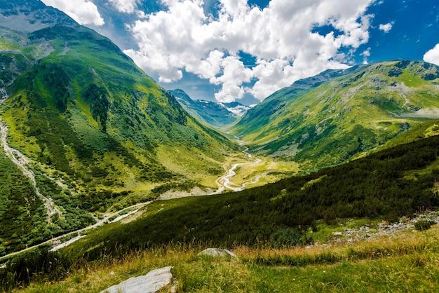 Montanhas panorâmicas dos alpes suíços