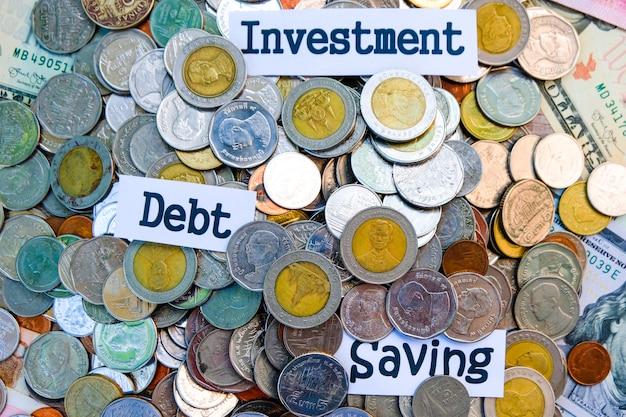 Montão das moedas para a economia do investimento e o conceito da dívida. conceito de moedas fracionárias.