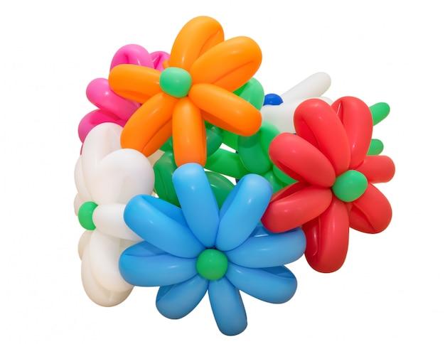 Monte colorido de balões isolado no branco
