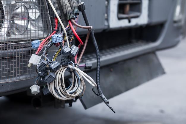 Monte de caminhão de fios pretos