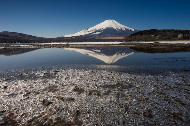 Monte fuji, com, gelado, lago