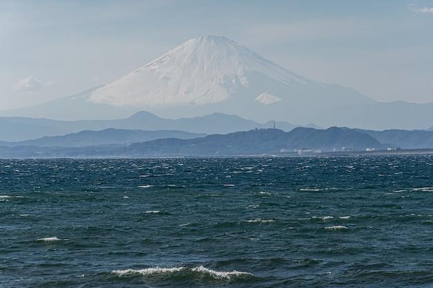 Monte fuji com o mar no japão