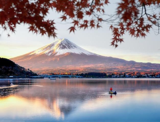 Monte fuji com reflexo no lago