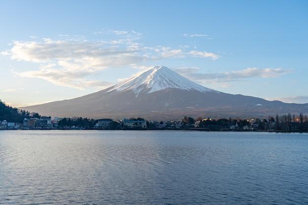 Monte fuji e lago kawaguchiko em yamanachi, japão