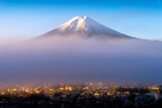 Monte fuji em nevoeiro