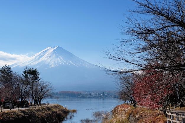 Monte fuji vista ao redor do lago kawaguchi no outono