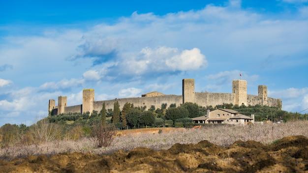 Monteriggioni o castelo. província de siena toscana itália