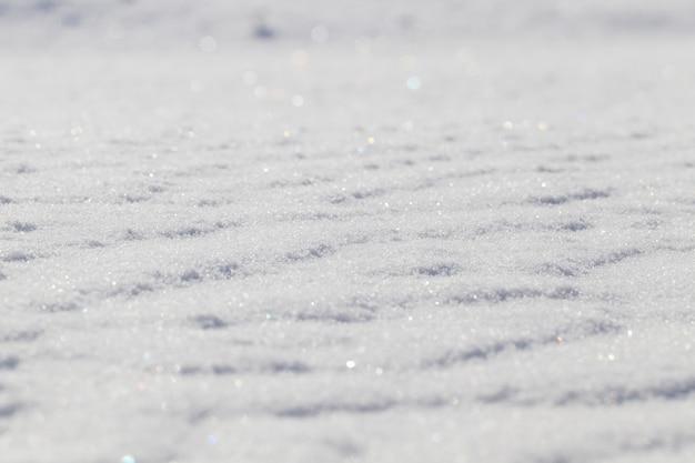 Montes de neve na superfície do inverno