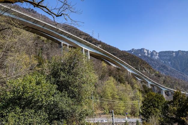 Montreux suíça vista do castelo de chillon viaduto de chillon