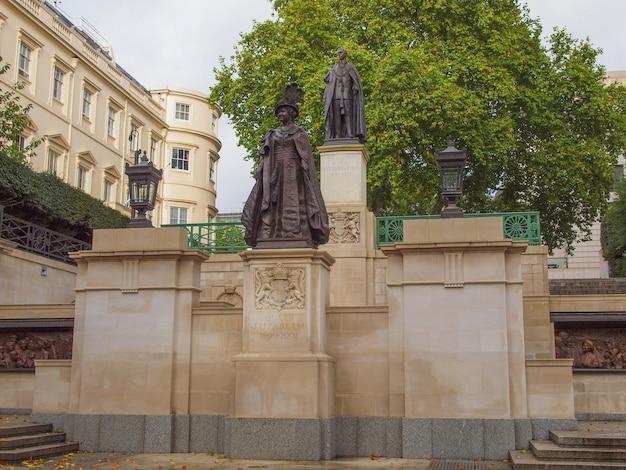 Monumento a george e elizabeth em londres
