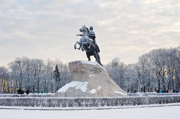Monumento a pedro, o grande, o cavaleiro de bronze em são petersburgo, rússia