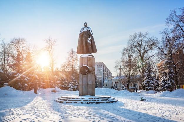 Monumento a peter nesterov em nizhny novgorod