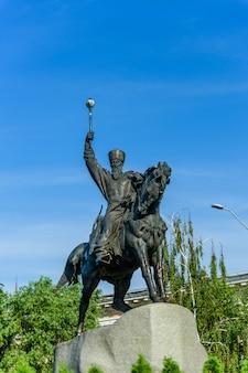 Monumento ao cossaco hetman petro sagaidachnyi em kiev, ucrânia