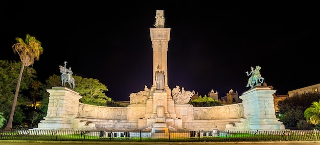 Monumento da constituição de 1812 em cádis - espanha, andaluzia