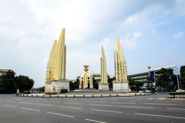 Monumento da democracia em bangkok, tailândia.