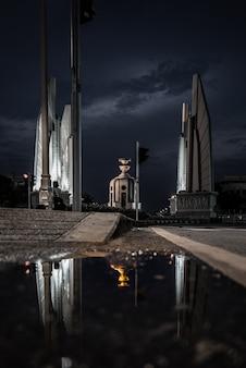 Monumento da democracia na tailândia