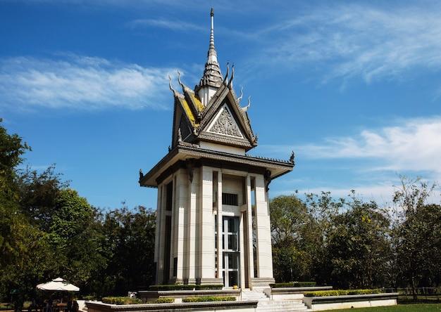 Monumento de choeung ek, os campos de extermínio em phnom penh, camboja