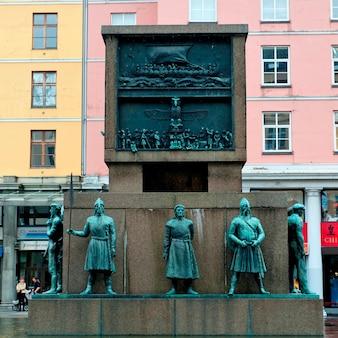 Monumento de marinheiro, torgallmenningen, bergen, noruega