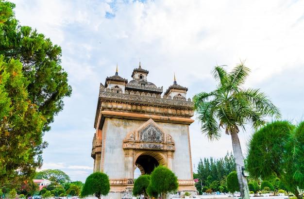 Monumento de patuxay em vientiane, laos.