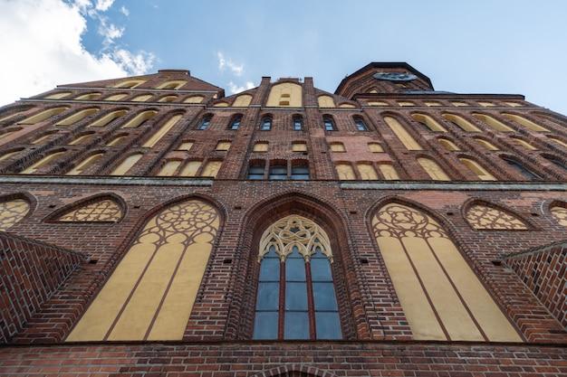Monumento de tijolo estilo gótico