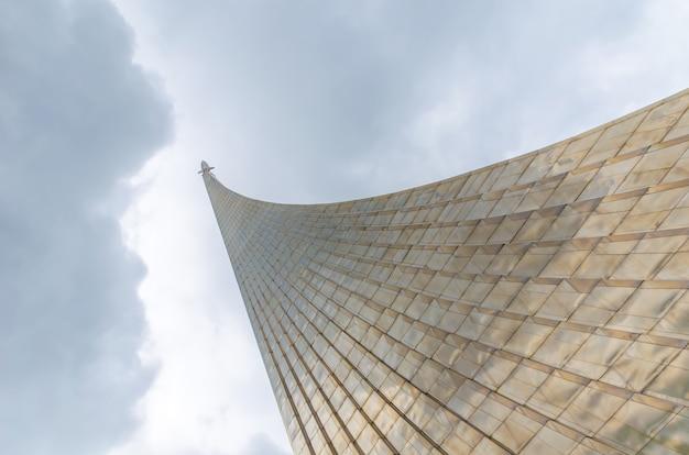 Monumento dedicado ao lançamento do primeiro satélite terrestre