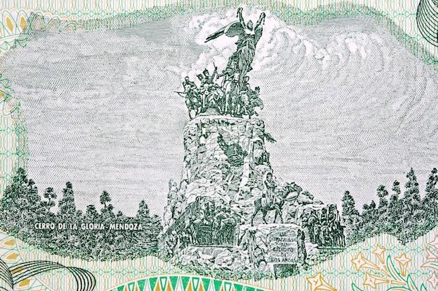 Monumento do exército em mendoza com dinheiro argentino