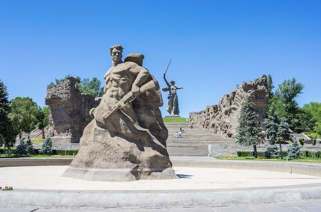Monumento em pé até a morte na colina mamayev, heróis do complexo memorial da batalha de stalingrado