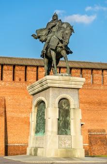 Monumento equestre a dmitry donskoy em kolomna, região de moscou, o anel de ouro da rússia
