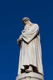 Monumento leonardo da vinci em milão
