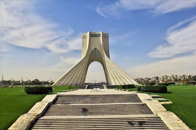 Monumento na cidade de teerã no irã