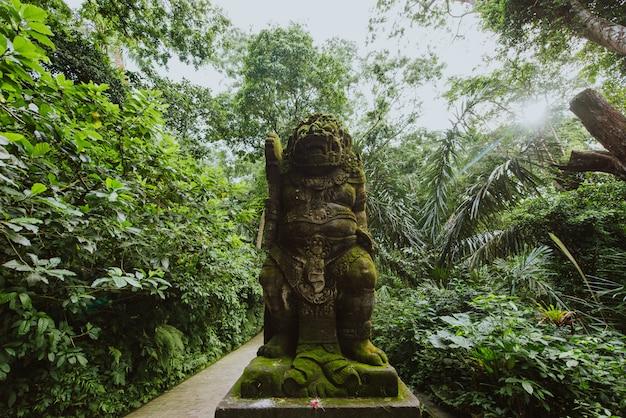 Monumentos típicos de bali e ubud em estilo balinês