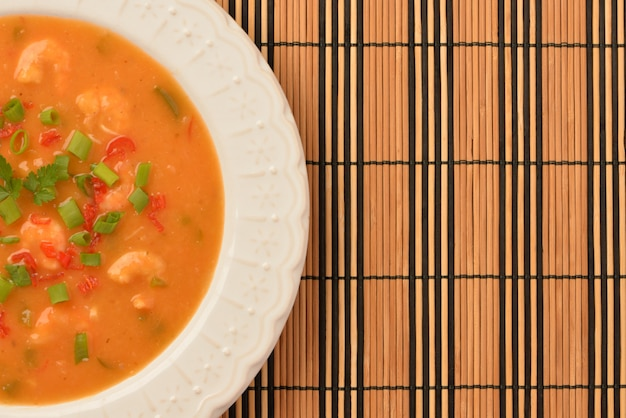 Moqueca de camarão com cebolinha