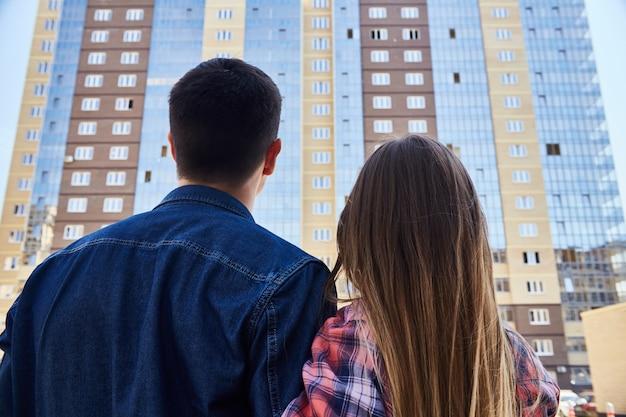 Moradores do novo complexo de apartamentos