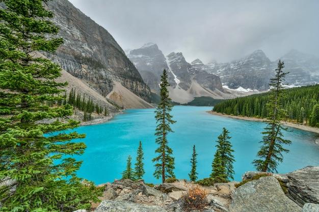 Moraine, lago, em, parque nacional banff, alberta, canadá