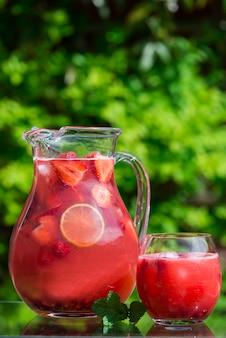 Morango caseiro fresco e limonada de framboesa