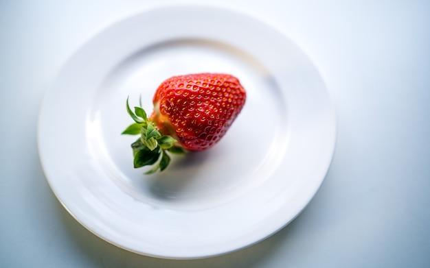 Morango no prato Foto Premium