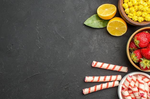 Morangos frescos com doces