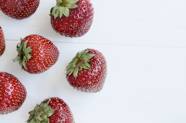 Morangos frescos de frutas