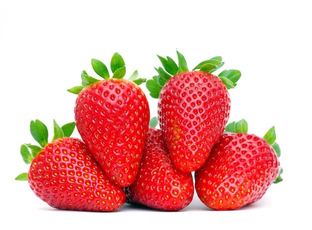 Morangos frutas com folhas