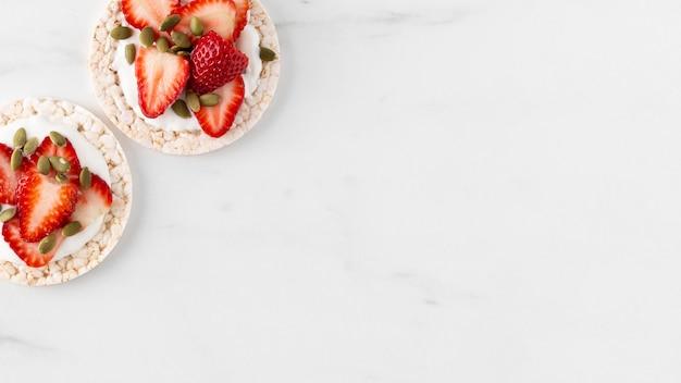 Morangos frutas lanche cópia espaço