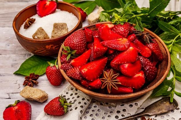 Morangos ingredientes para cozinhar geléia de morango