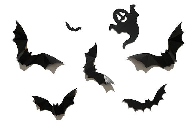 Morcego de papel preto em um fundo branco. conceito de halloween.