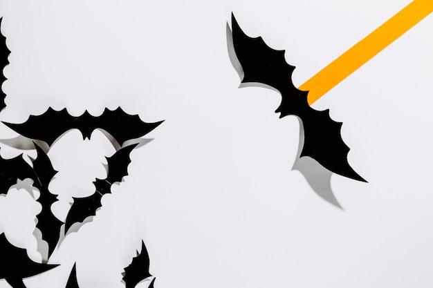 Morcegos decorativos de halloween com tarja de papel laranja