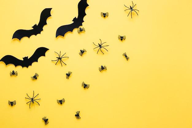 Morcegos decorativos pretos e aranhas