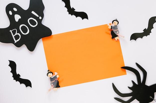 Morcegos e aranha com folha de papel laranja