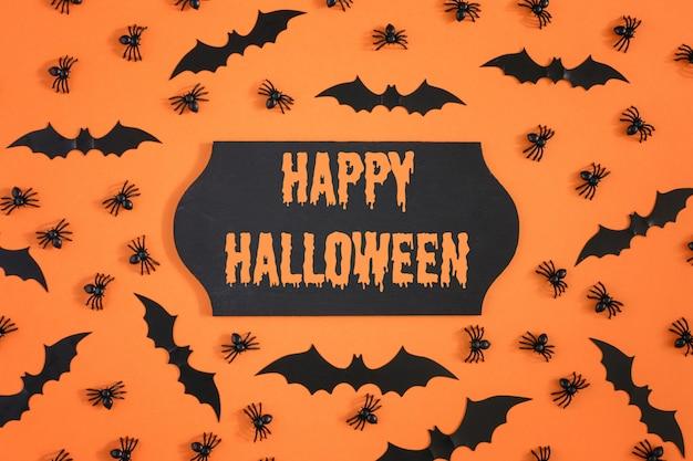 Morcegos e aranhas de halloween na laranja