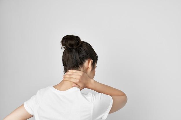 Morena dolorosa síndrome desconforto problemas de saúde. foto de alta qualidade