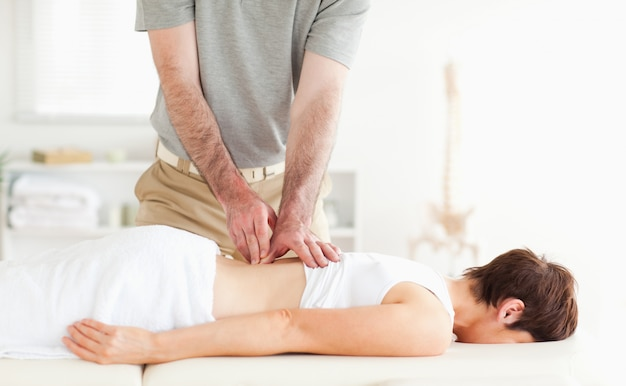 Morena, mulher, obtendo, backmassage