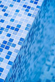 Mosaico azul da piscina