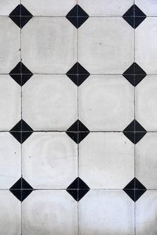 Mosaico de azulejos com padrão geométrico